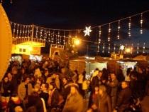Il Mercatino di Natale nella piazza del centro storico.